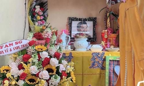 Gia đình Anh Vũ thắp hương, tưởng nhớ một năm ngày mất của cố nghệ sĩ