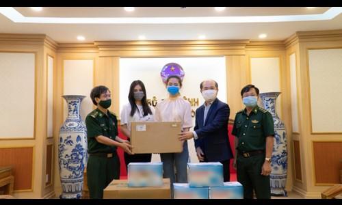 Tiểu Vy, Lương Thùy Linh tặng thiết bị y tế cho bộ đội biên phòng