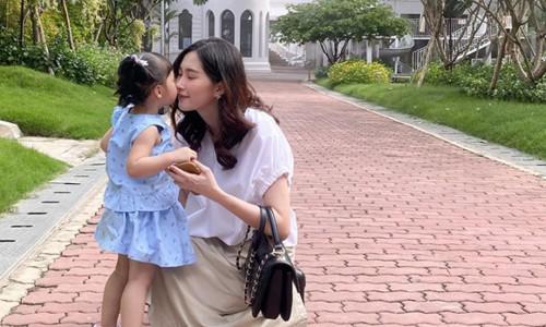 Hoa hậu Đặng Thu Thảo lấy lại vóc dáng thon gọn sau sinh