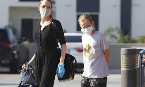 Angelina Jolie xuống phố cùng con gái 12 tuổi