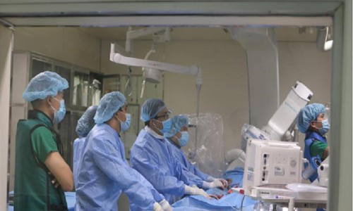 Đặt stent graft thành công cho bệnh nhân cao tuổi bị phình động mạch chủ bụng