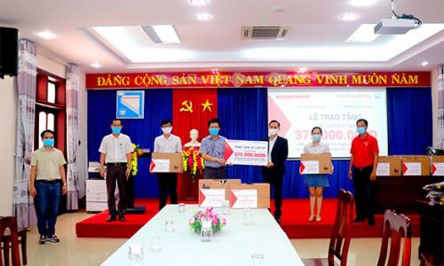 Nguyễn Kim trao tặng trang thiết bị cho Bệnh viện dã chiến Tiên sơn Đà Nẵng, Bệnh viện Đa khoa Trung ương Quảng Nam và tặng laptop hỗ trợ sinh viên học trực tuyến