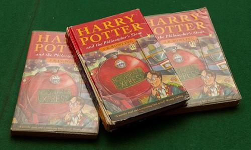 Ấn bản đầu tiên của 'Harry Potter' có giá 50.000 bảng