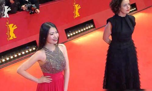 Nữ diễn viên Trung Quốc bị chỉ trích vì tạo dáng 60 phút trên thảm đỏ