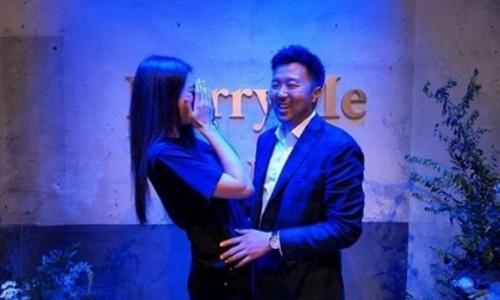 Mỹ nhân 'Fanastic Beasts' kết hôn với bạn trai CEO