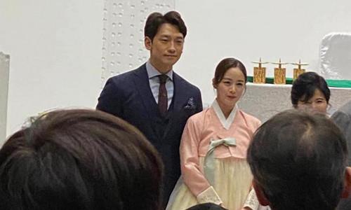 Ảnh Bi Rain - Kim Tae Hee trong đám cưới em trai