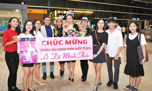 Hoa hậu Doanh nhân Quốc tế 2018 Minh Thảo rạng rỡ tại sân bay Tân Sơn Nhất