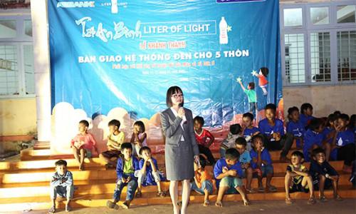 ABBANK thắp sáng niềm vui đón Tết Canh Tý 2020 cho 5 xã thiếu điện ở Bình Phước