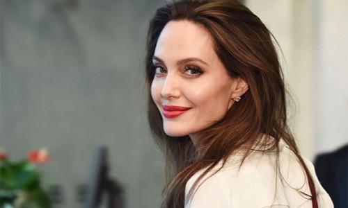 Angelina Jolie trở thành biên tập viên tạp chí Time