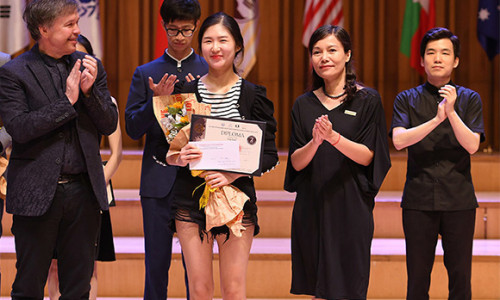 """ABBANK trao tặng 6 giải thưởng """"Cuộc thi âm nhạc quốc tế Violin và hòa tấu thính phòng Việt Nam"""""""
