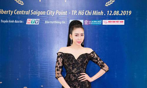 NTK Nhật Phượng khoe vòng eo con kiến làm giám khảo cuộc thi người đẹp