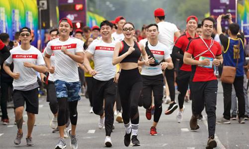 Minh Hằng cá tính tham gia chạy tại sự kiện Revive Marathon xuyên Việt