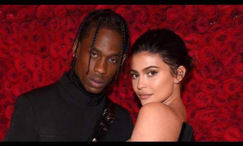 Kylie Jenner và bạn trai đưa con gái đi chơi
